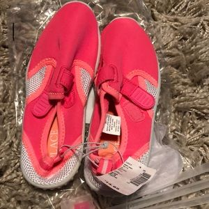 Brand new girls water swim shoes size 2/3 pink